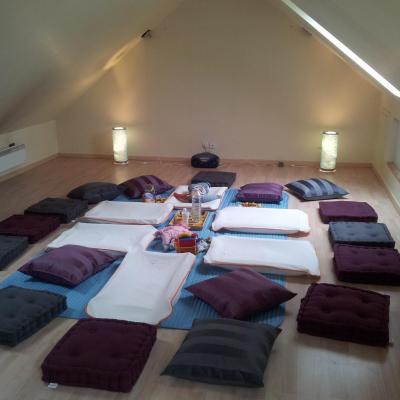 Espace dédié au massage bébé collectif